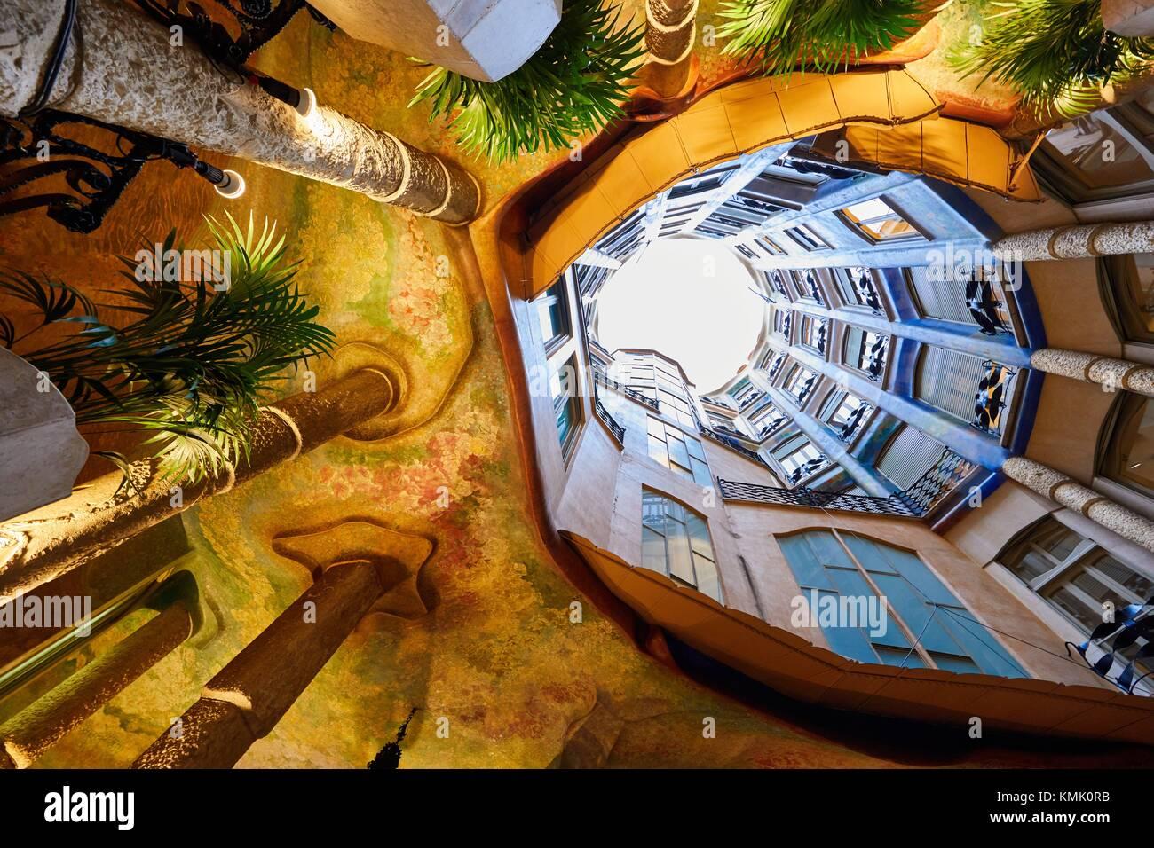 Cortile, Casa Mila, La Pedrera edificio, Antoni Gaudi, Barcellona, in Catalogna, Spagna Immagini Stock