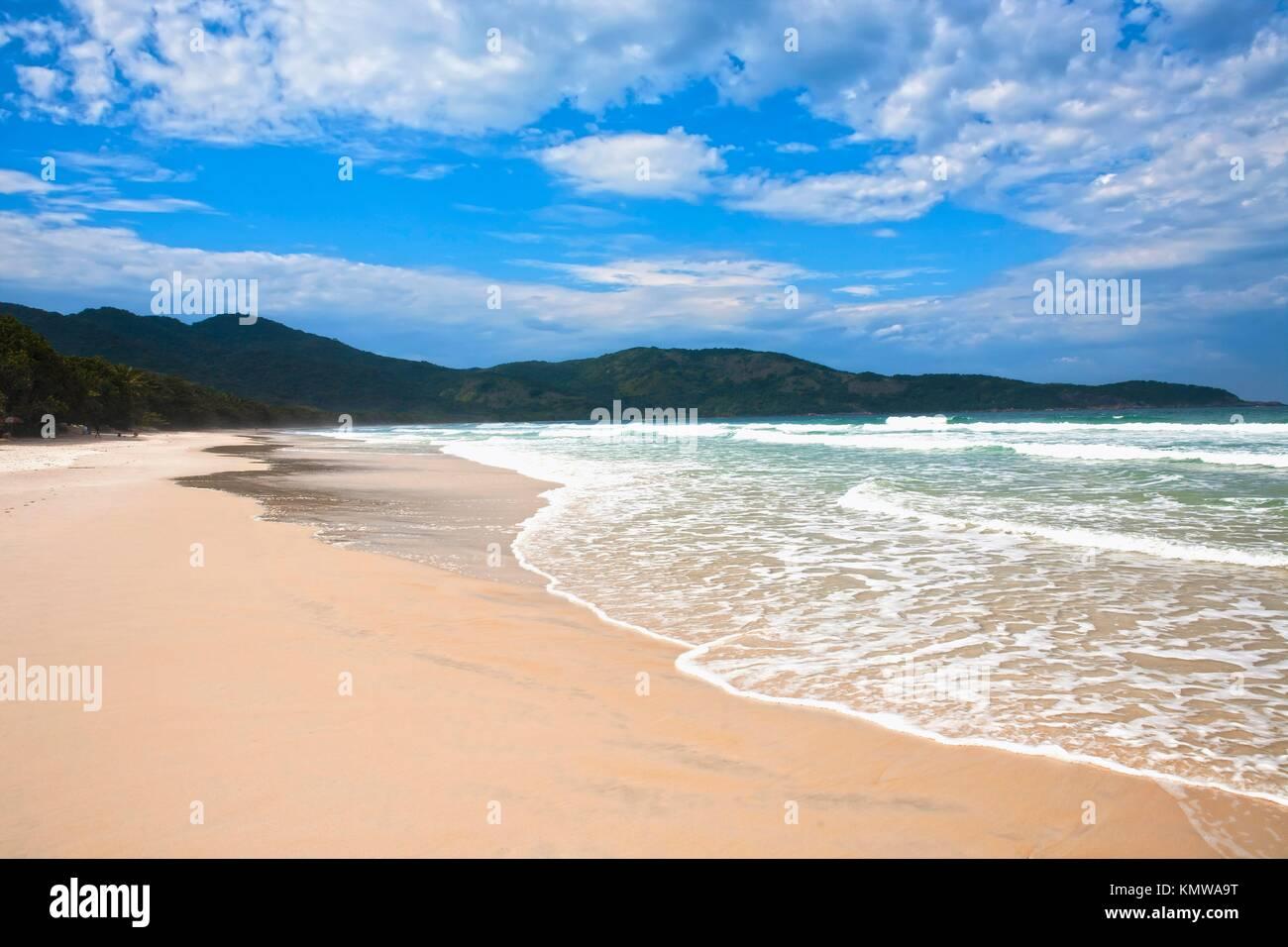 Lopes mendes spiaggia nella bellissima isola di Ilha Grande vicino a Rio de Janeiro in Brasile Immagini Stock