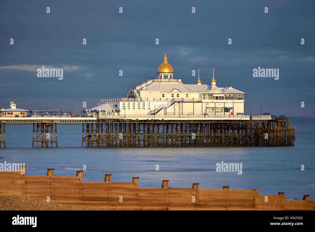 Eastbourne Pier al tramonto Immagini Stock