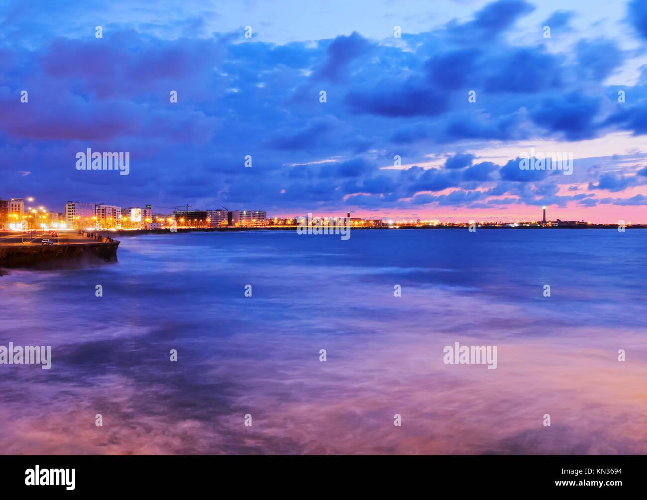 Costa di Casablanca durante il tramonto in Marocco, Africa. Immagini Stock
