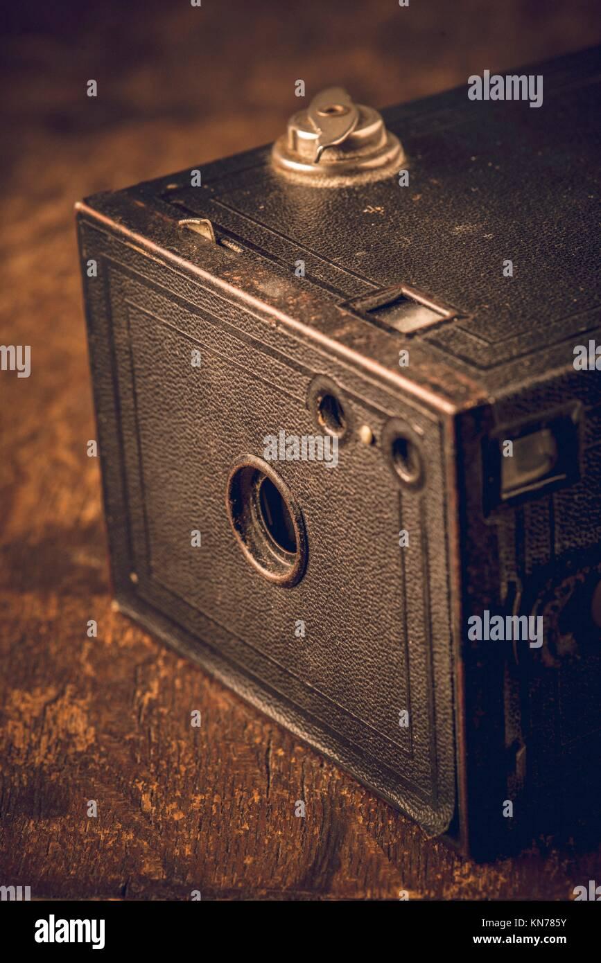Chiudere la vista di vecchi film retrò fotocamera. Fotografica con nostalgia la vecchia attrezzatura fotografica. Immagini Stock