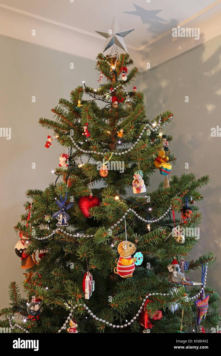 Tutto Per Il Natale.Albero Di Natale Appeso Con Decorazioni Di Souvenir Da Tutto