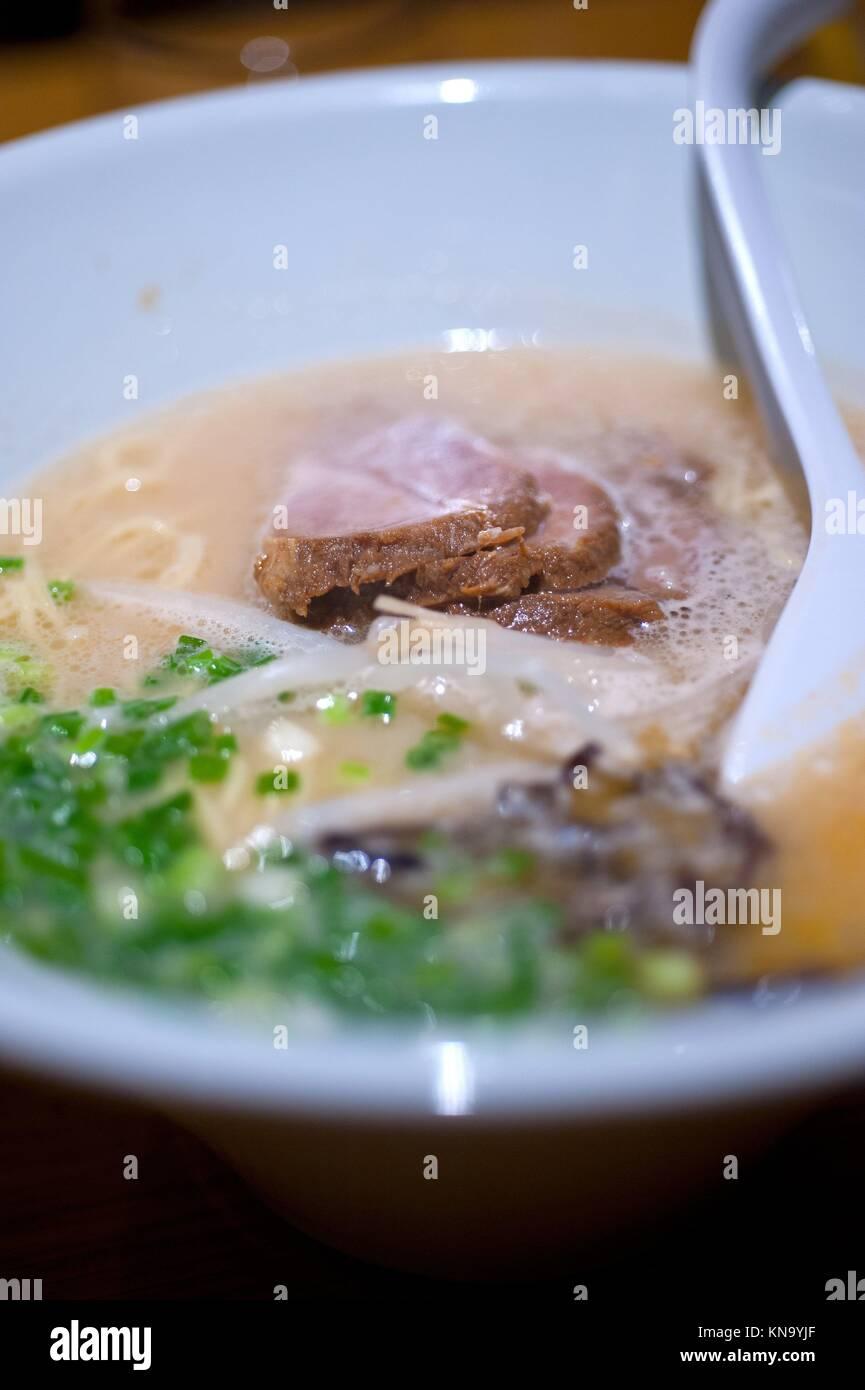 Originale giapponese carni bovine di spaghetti ramen soup closeup. Immagini Stock