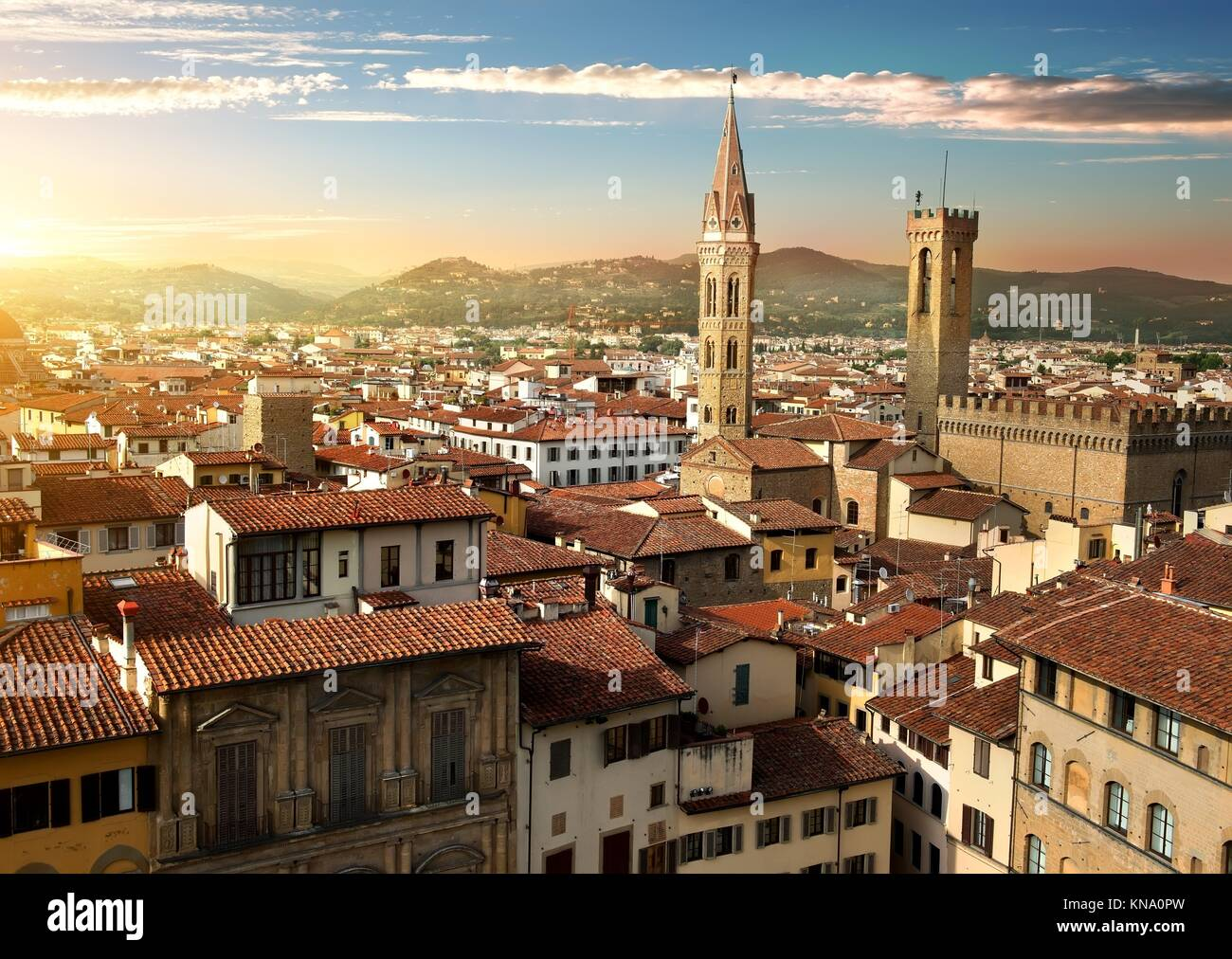 Vista sulle torri Bargello e Badia Fiorentina a Firenze, Italia. Foto Stock