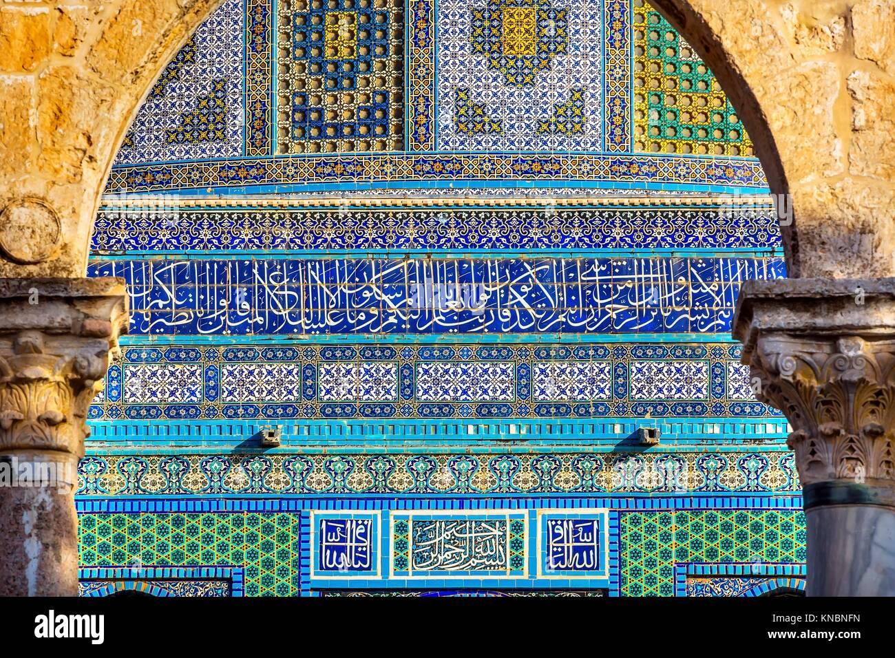 Cupola della Roccia design Islamico moschea al Monte del Tempio di Gerusalemme in Israele. Costruito nel 691 uno Immagini Stock