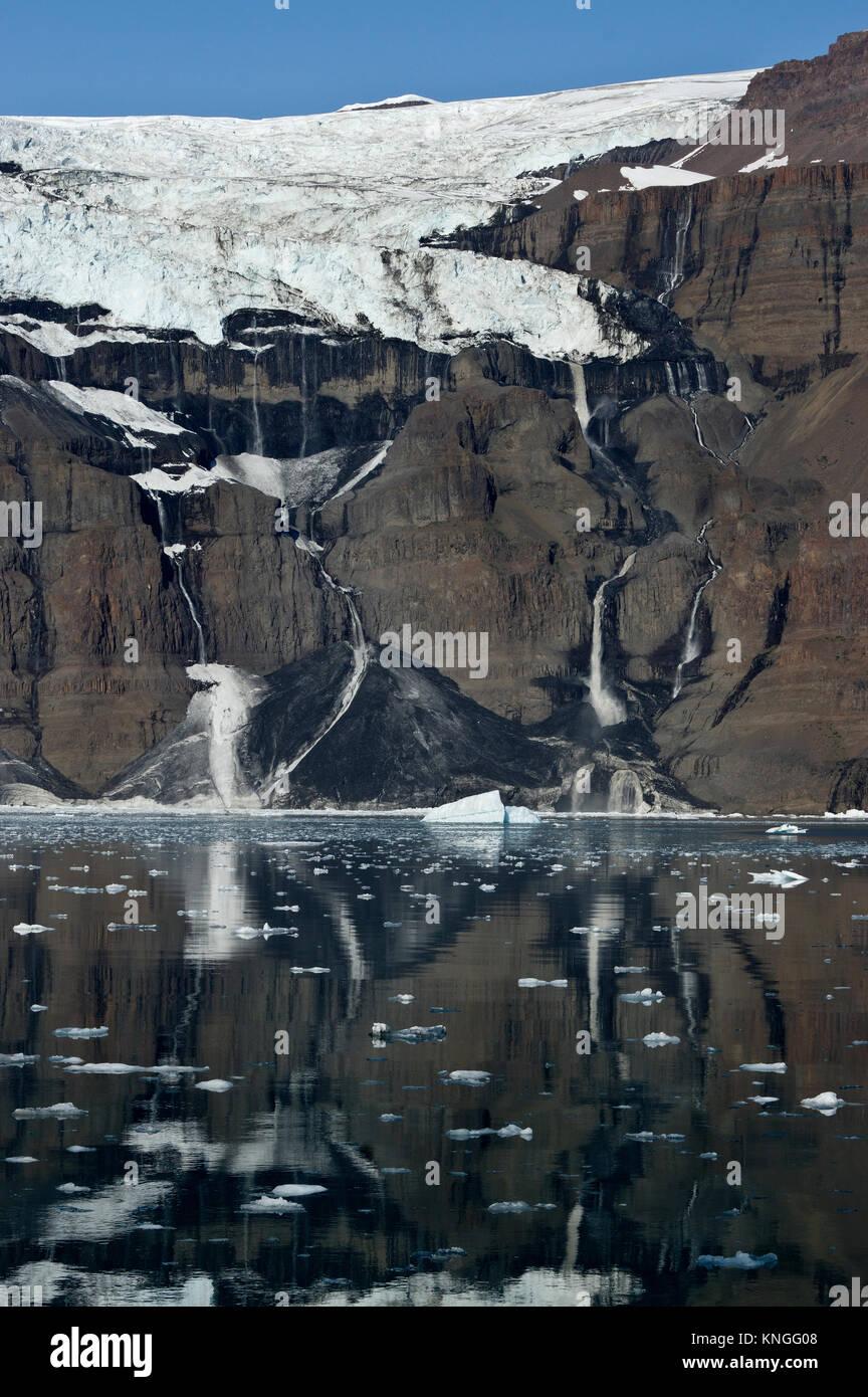 Il ghiacciaio di fusione, Scoresby Sund in Groenlandia, estate 2017 Foto Stock