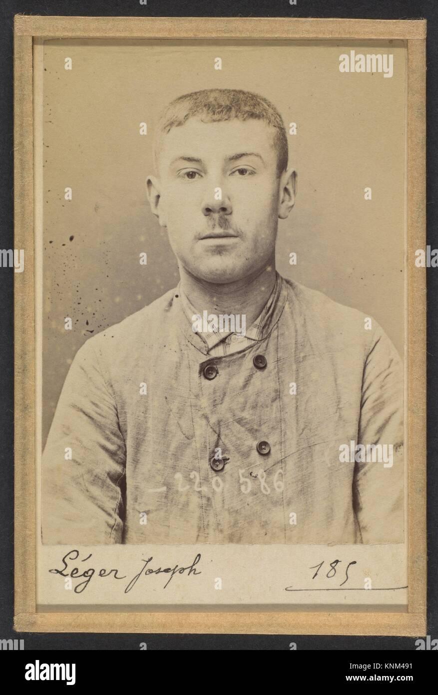 Leger. Giuseppe. 16 ans, né à Marseille (Bouches-du-Rhône). Jardinier. La fabbricazione d'engins Immagini Stock