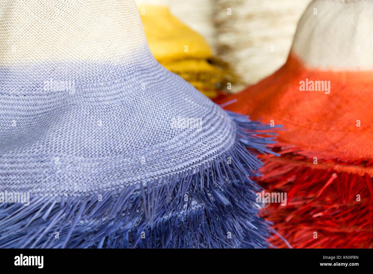 Panama cappelli colorati - Panama cappelli essendo realizzati in un  cappello di Panama in fabbrica 2e6ae05edb30