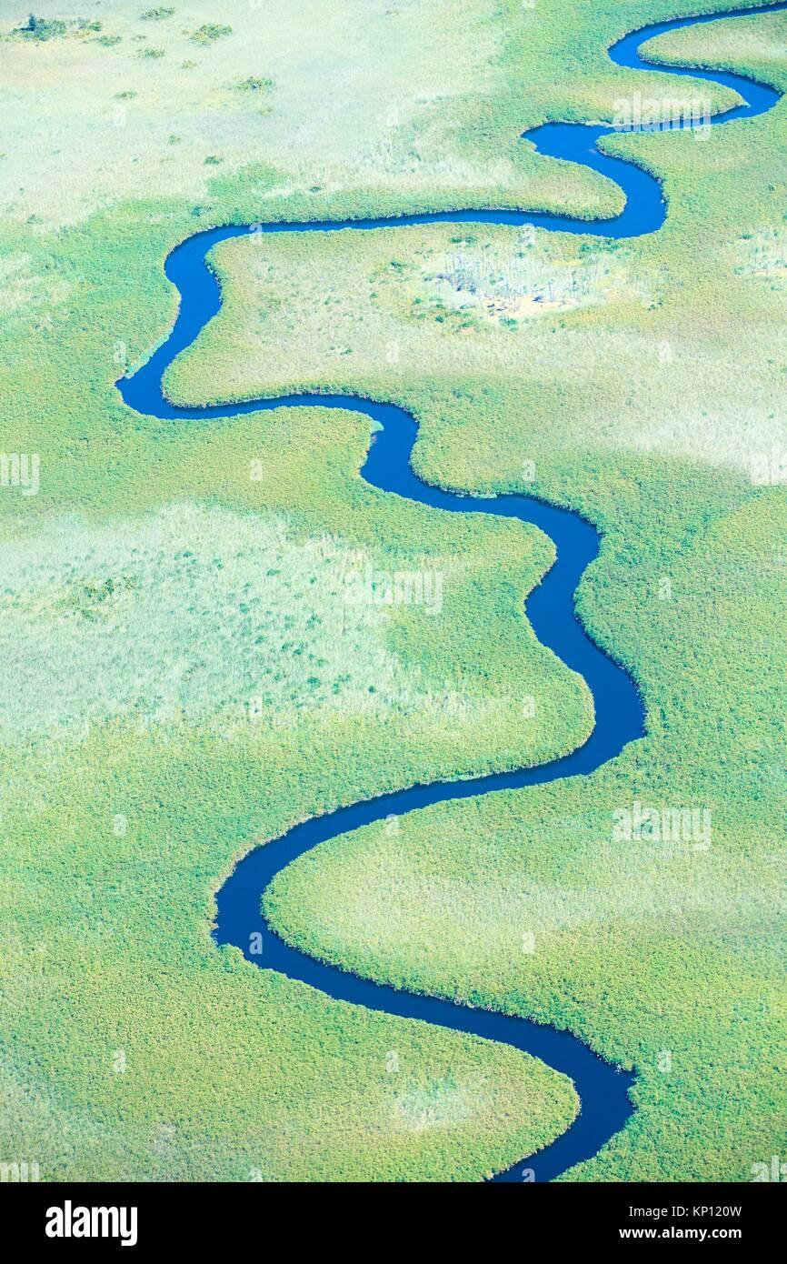 Vista aerea del serpeggianti Ngoga canale, Okavango Delta, Botswana, Africa. Immagini Stock