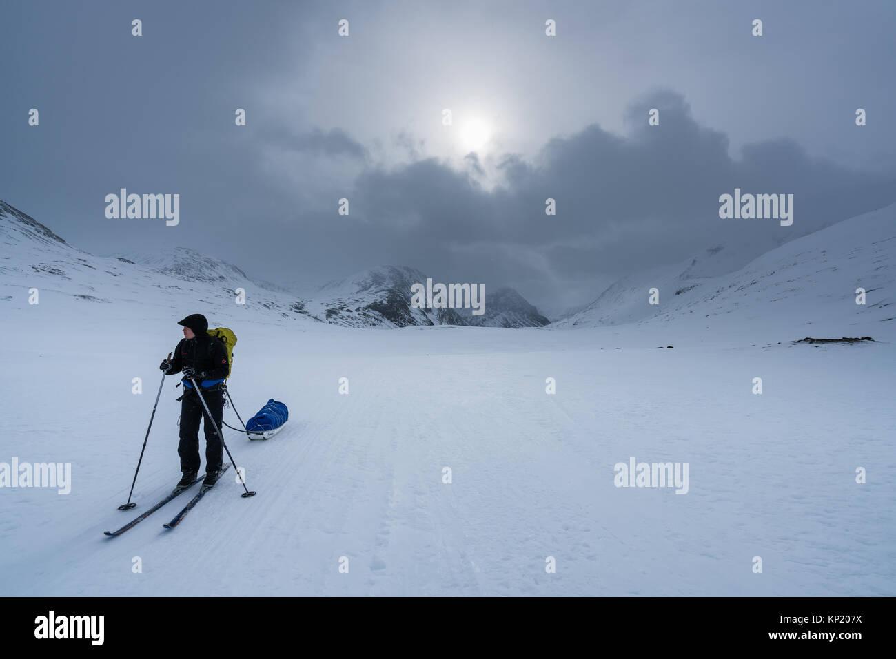 Sci alpinismo in Lapponia svedese, in Kebnekaise massiccio montuoso. La Svezia, Europa Foto Stock