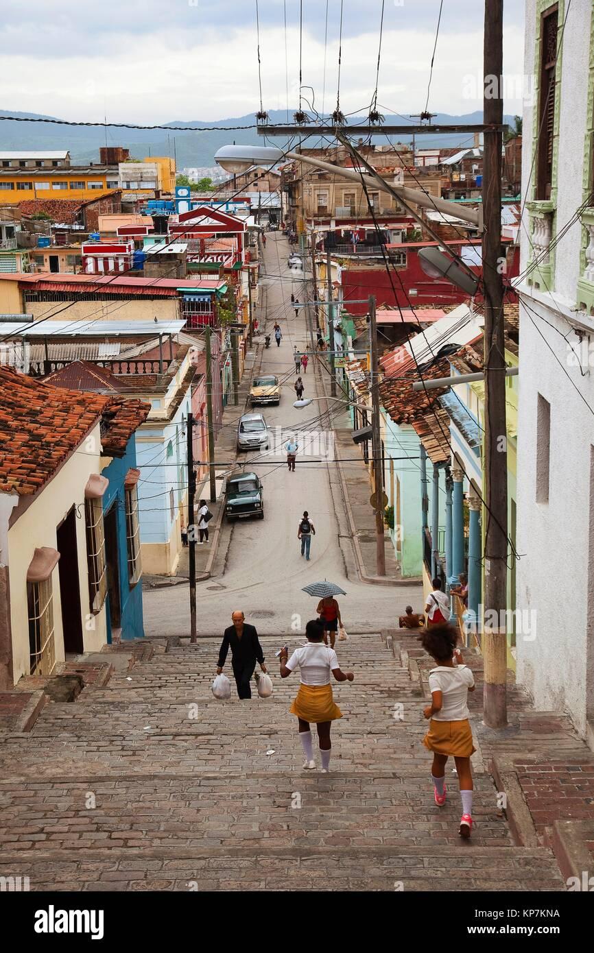 La popolazione locale sul Padre Pico passi nel centro storico presso il distretto di Tivoli, Santiago de Cuba, Cuba, Immagini Stock