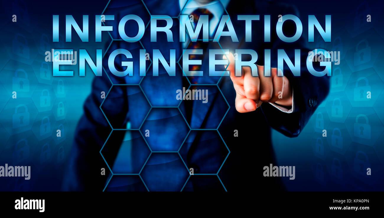 Engineer premendo l'INGEGNERIA INFORMATICA Immagini Stock