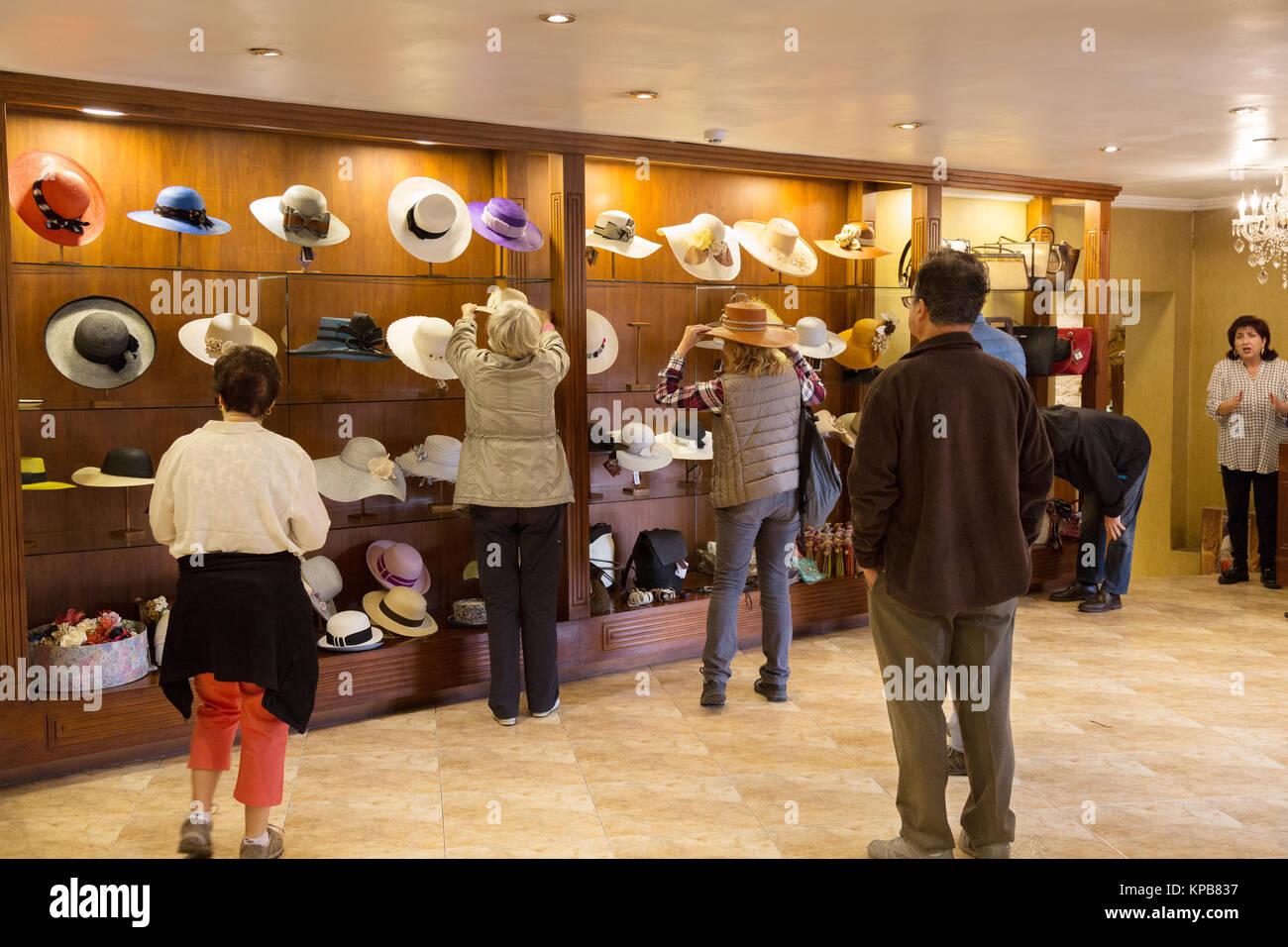 Panama Hat store - persone che acquistano Panama cappelli 967aae3a4c86