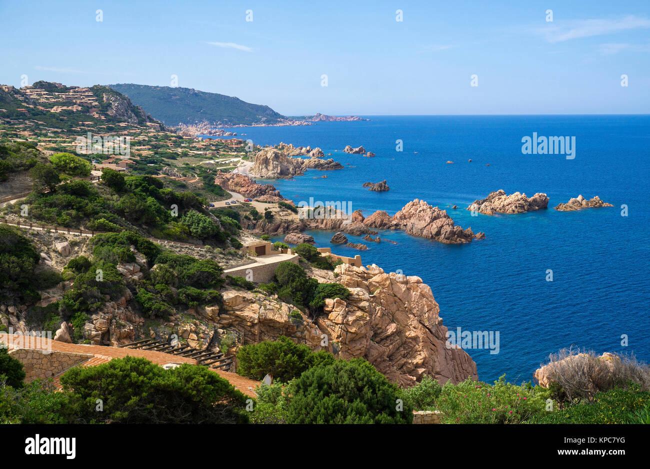 Idilliaco litorale roccioso di Costa Paradiso, rocce di porfido, Sardegna, Italia, mare Mediterraneo, Europa Immagini Stock