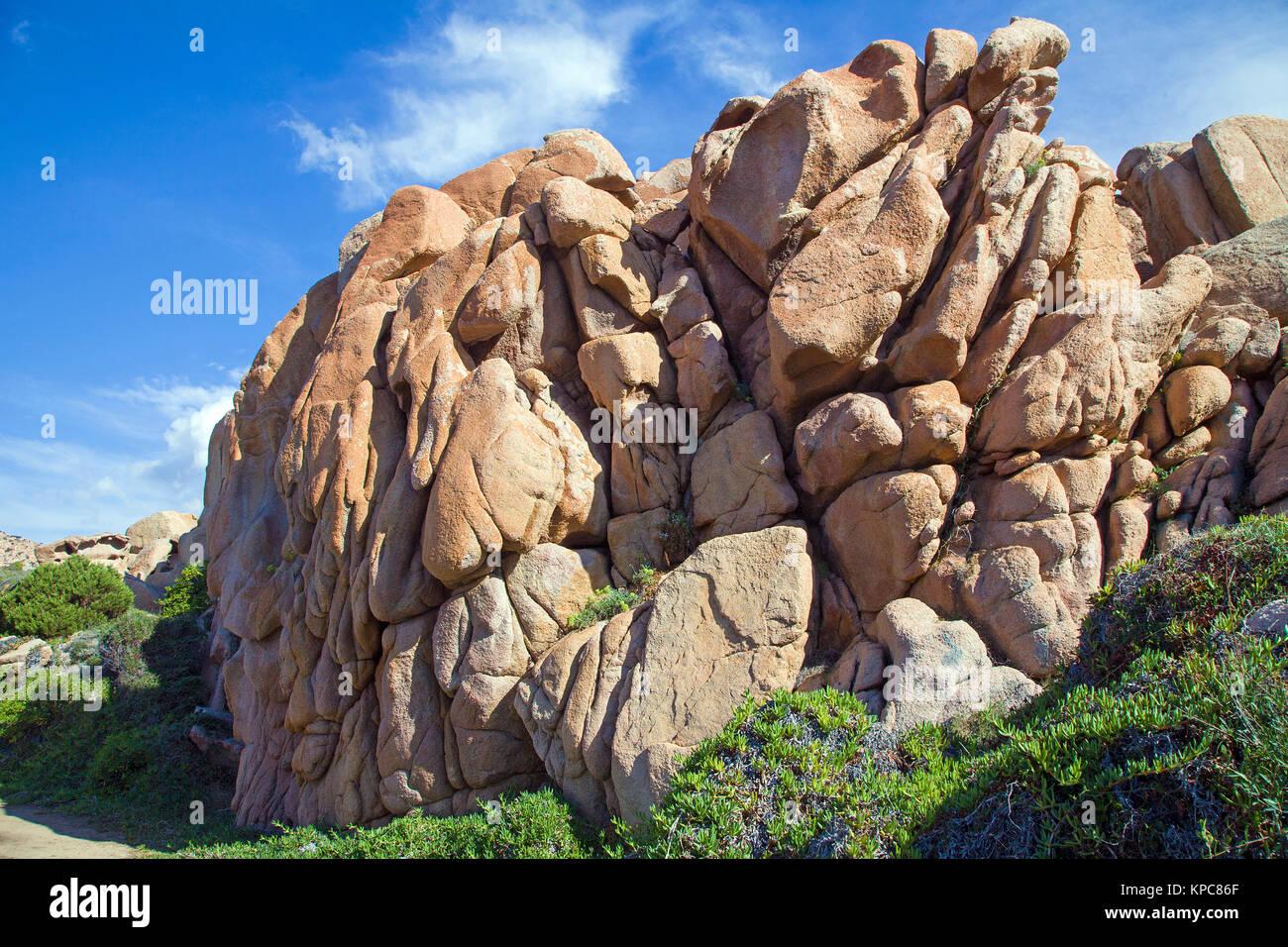 Roccia porfirica a Costa Paradiso, Sardegna, Italia, mare Mediterraneo, Europa Immagini Stock
