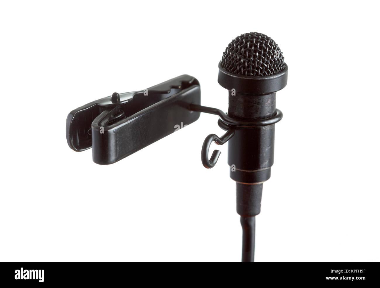 Close-up di un microfono a clip con sfondo bianco Immagini Stock