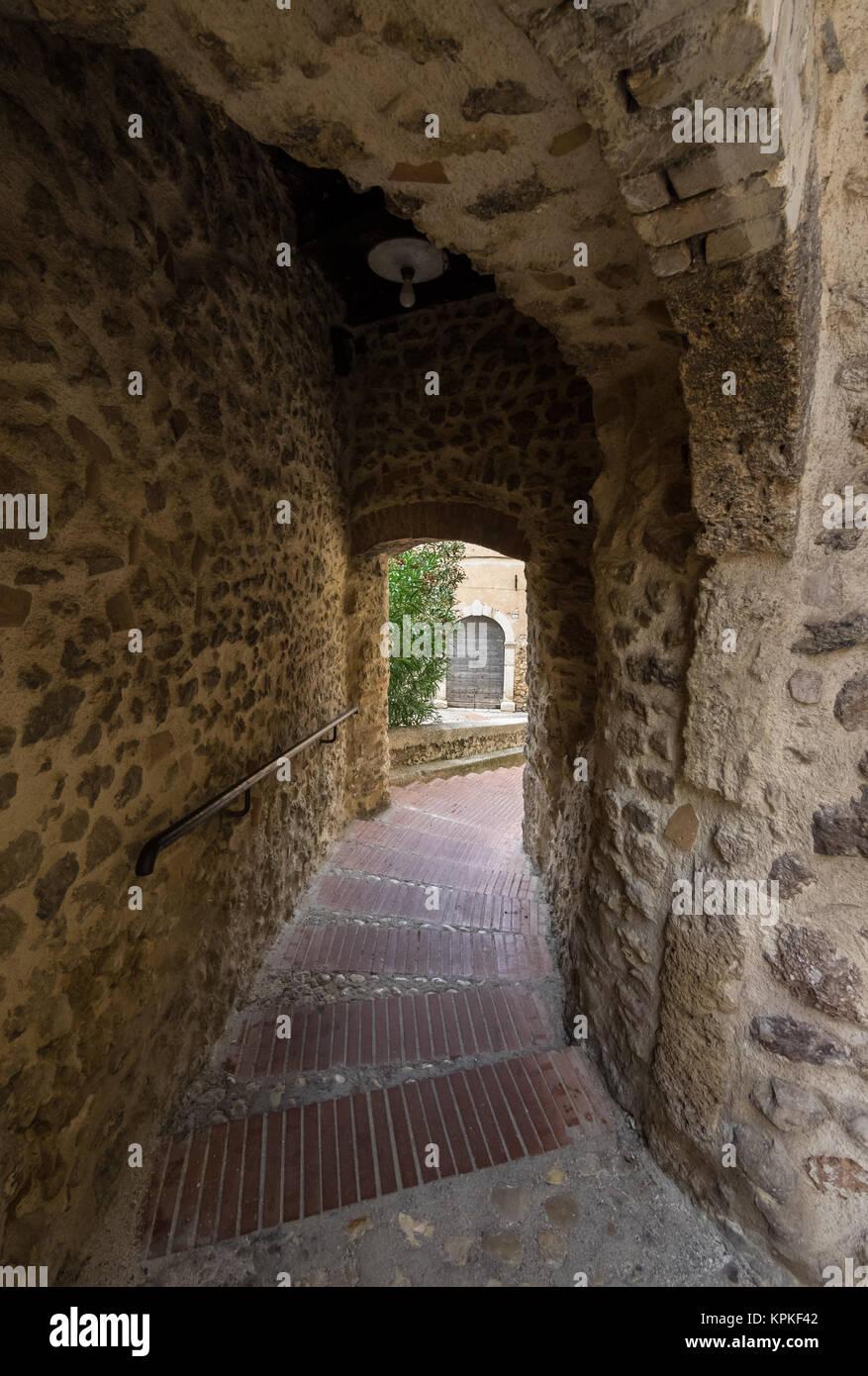 Castelnuovo di Farfa, Italia - una piccola cittadina medievale in provincia di Rieti, Regione Lazio, Italia centrale, Immagini Stock