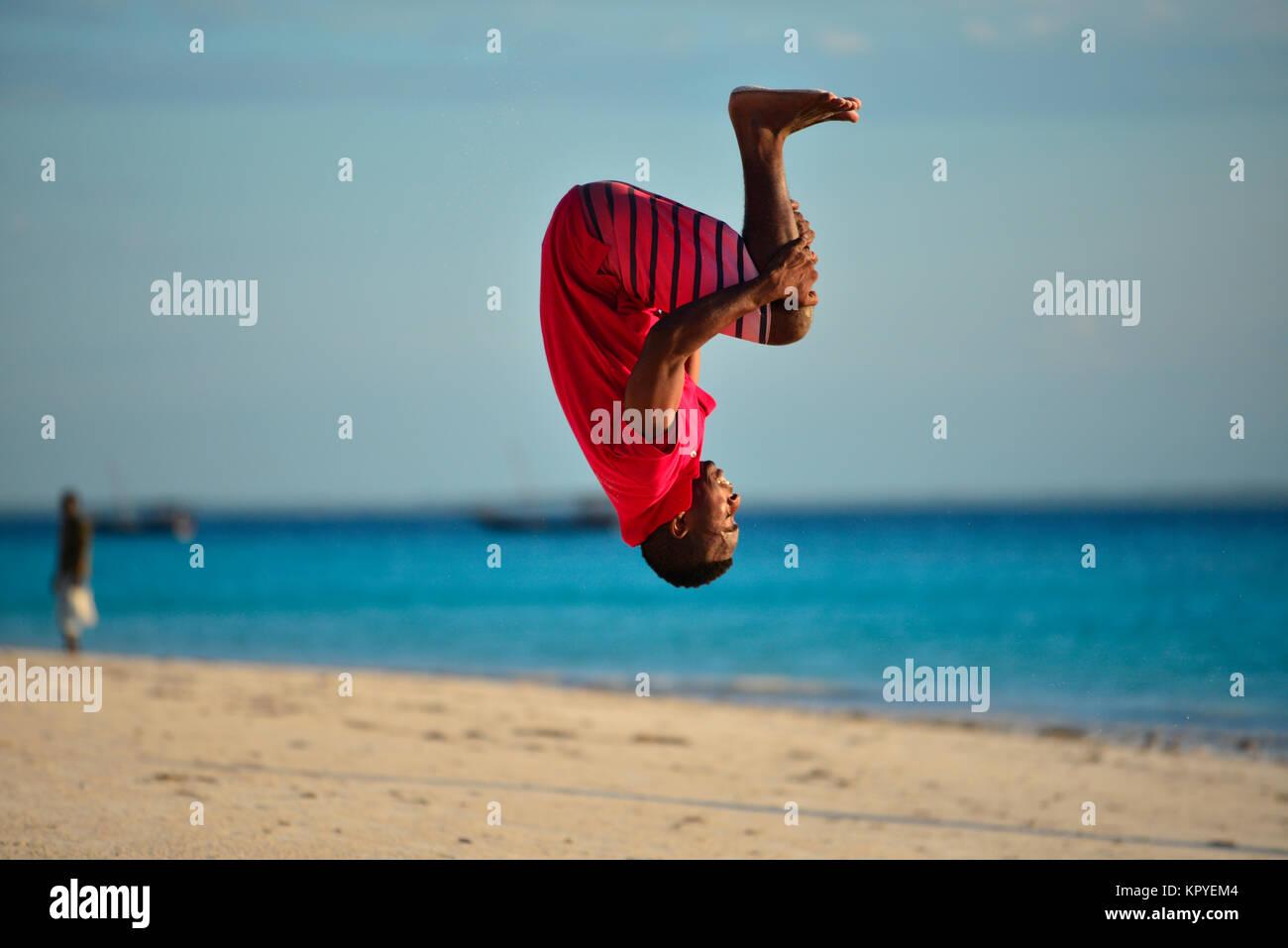 Zanzibar è un oceano Indiano paradiso che la maggior parte delle persone possono permettersi di visitare per pigri Foto Stock