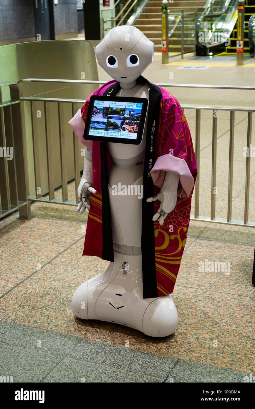 Kanazawa - Giappone, 10 Giugno 2017: informazioni robot all'ingresso di un agenzia di viaggi a Kanazawa Immagini Stock
