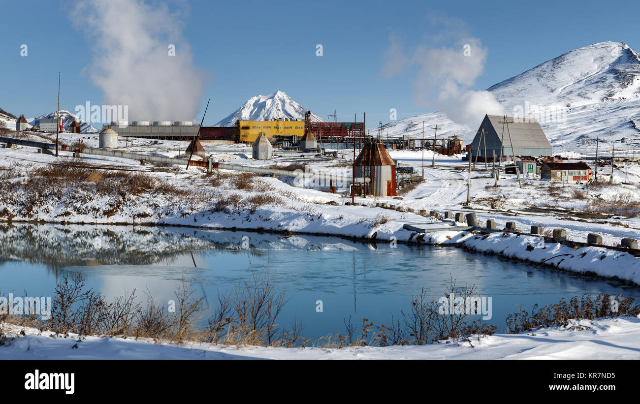 Penisola di Kamchatka, Russia: panorama invernale su Mutnovskaya Stazione Elettrica Geotermica (Mutnovskaya GeoPP Immagini Stock