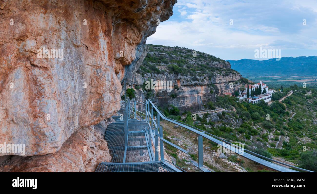 Ermita de la Pietat, Il Abrics de l'Ermita Arte Rupestre, Ulldecona Village, Terres de l'Ebre, Tarragona, Catalunya, Foto Stock