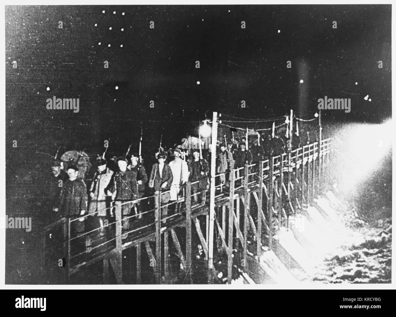 A Petrograd, Kerensky dei sostenitori di prepararsi a resistere al tentativo di colpo di stato del generale Kornilov. Immagini Stock