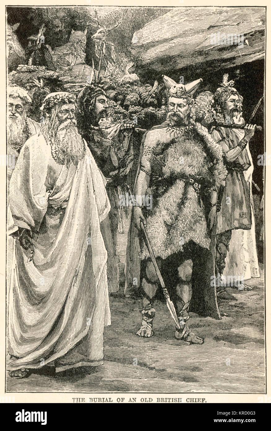 Il cerimoniale di sepoltura del capo di una tribù britannica, il suo corpo portato su un cataletto, accompagnato Immagini Stock