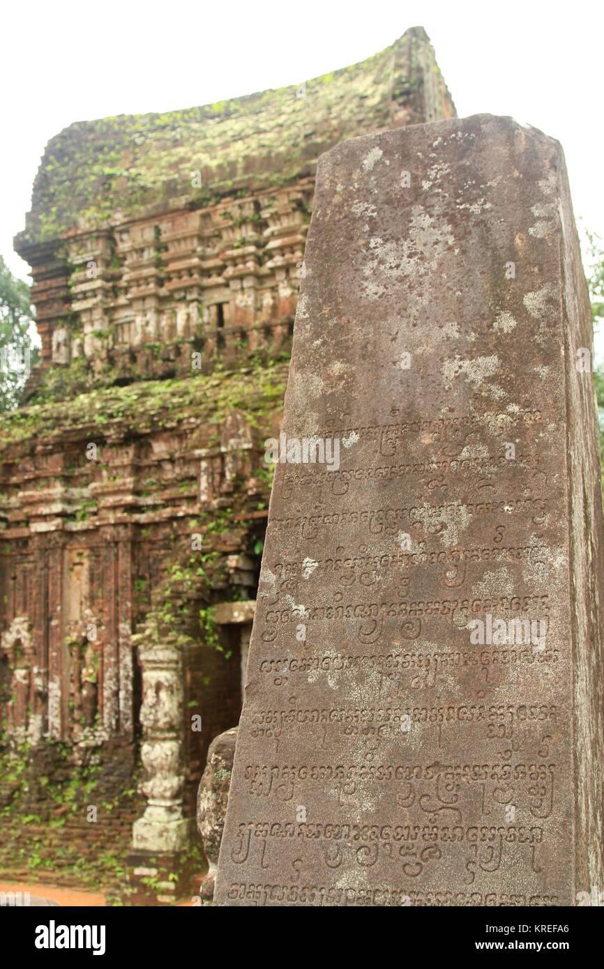 Il sanscrito iscrizioni rupestri, figlio mio sito Patrimonio Mondiale, Vietnam centrale nei pressi di Da Nang Immagini Stock