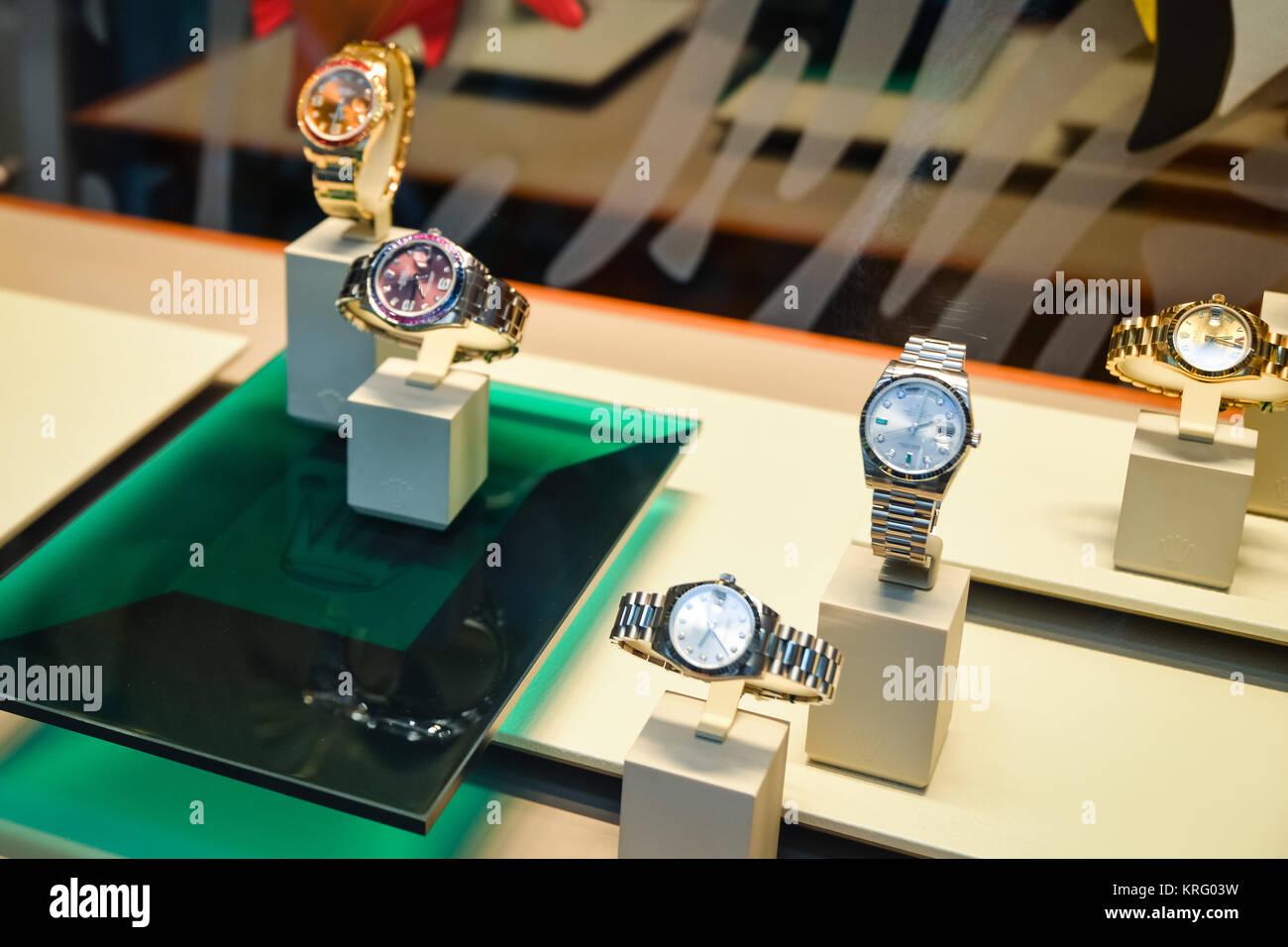 1b8bd3d80d7d66 Milano, Italia - 24 Settembre 2017: gli orologi Rolex in un negozio a  Milano. La settimana della moda shopping Rolex
