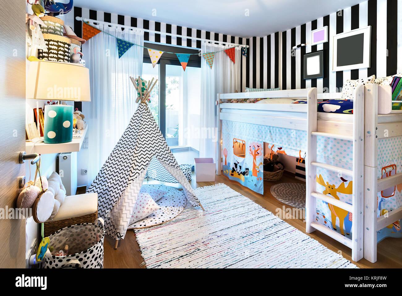 Bambini La camera da letto con letto a castello letto in ...