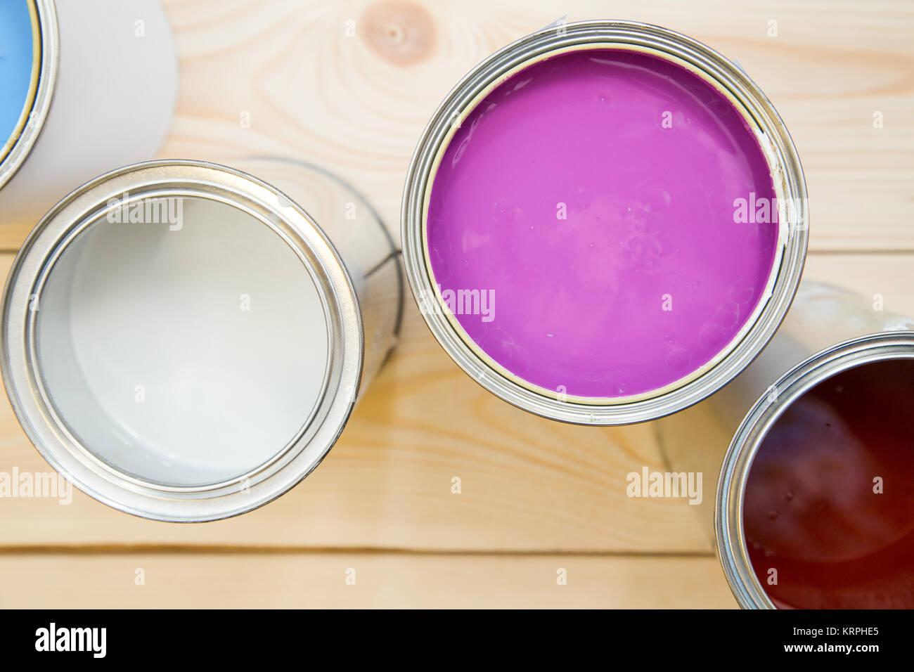 Nuove Pitture Per Appartamenti pittura nuovo appartamento. lattine di lattina di fucsia