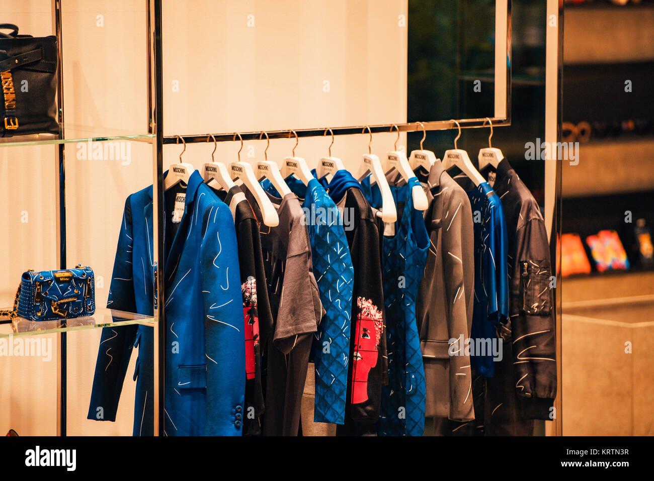 best service 2470d 52ff3 Milano, Italia - 11 Novembre 2016: lusso negozio di ...