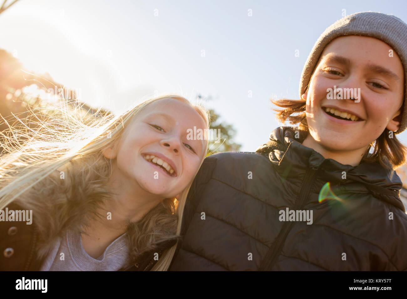 Fratello e Sorella e sorridente Immagini Stock