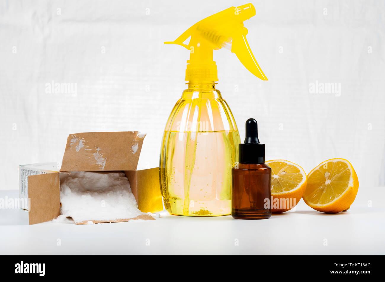 Eco-friendly pulitori naturale fatto di limone e bicarbonato di ...