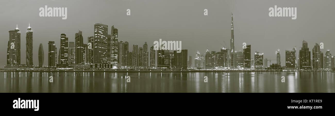DUBAI, Emirati Arabi Uniti - 24 Marzo 2017: il panorama della skyline sul canale e il centro cittadino. Immagini Stock