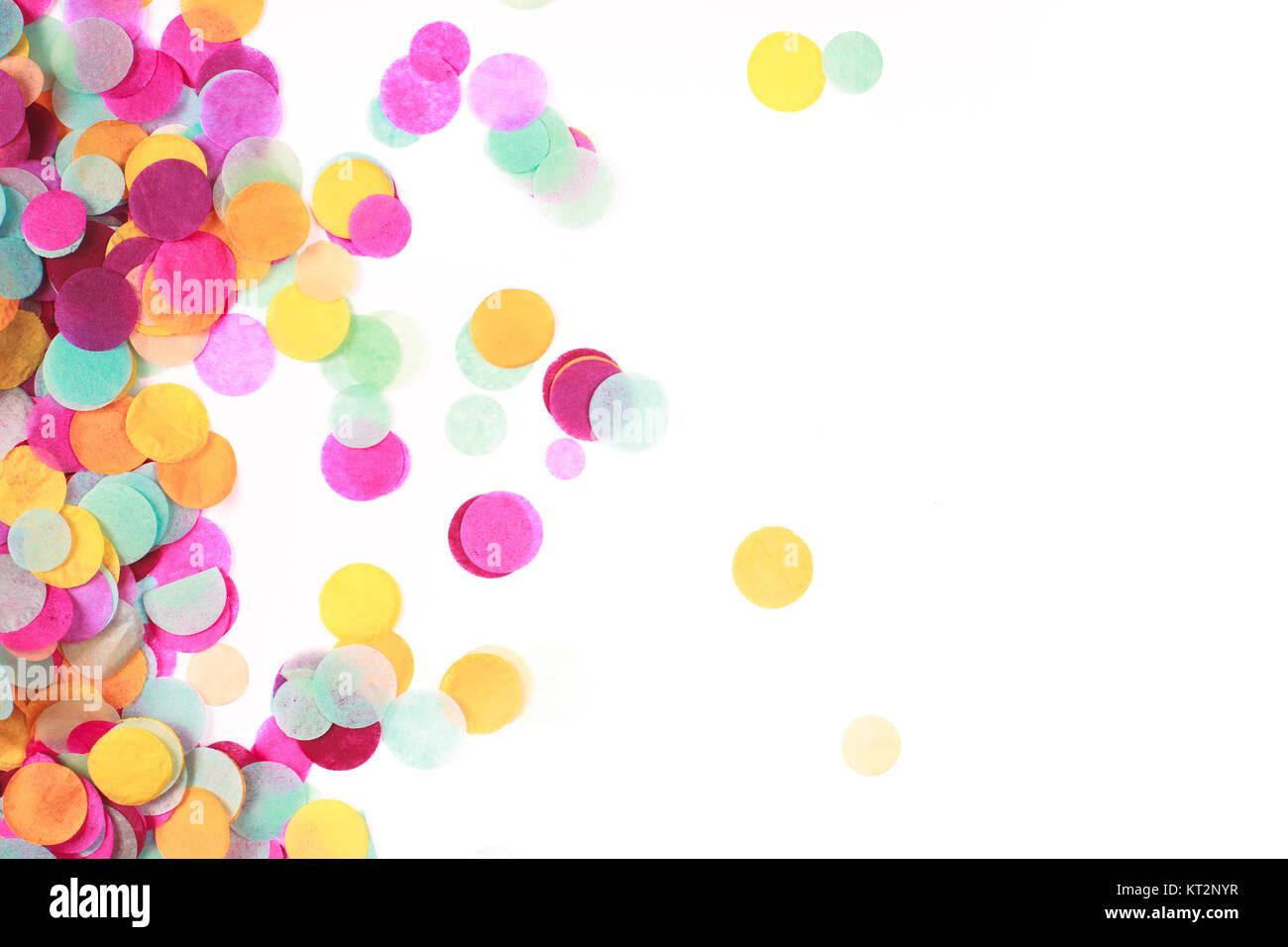 Coriandoli multicolore su bianco Immagini Stock