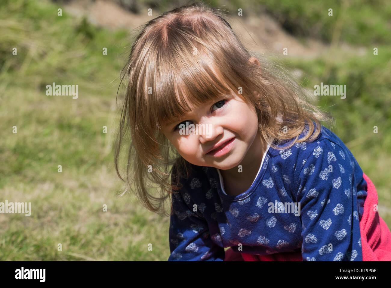 Ritratto di una bambina con un'emozione di dubbio Immagini Stock