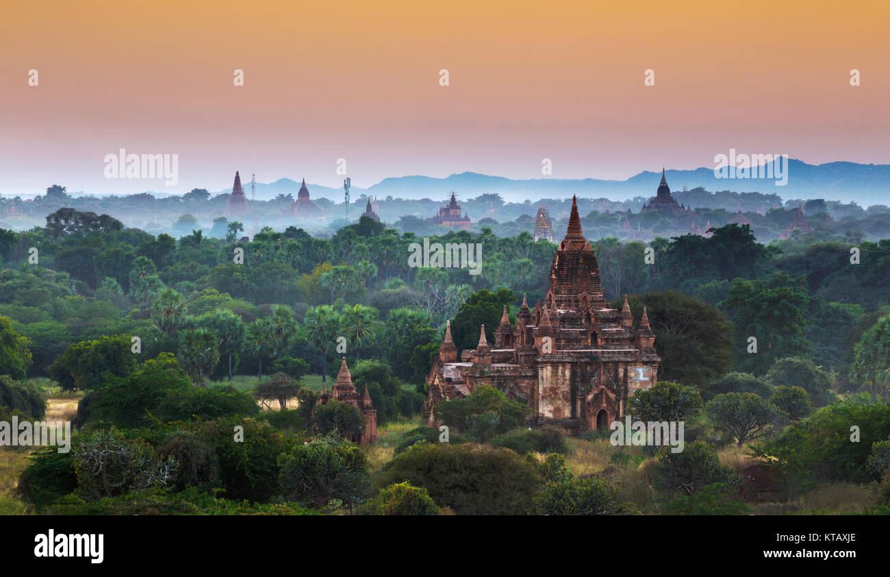 Bagan tempio durante l ora d'oro Immagini Stock