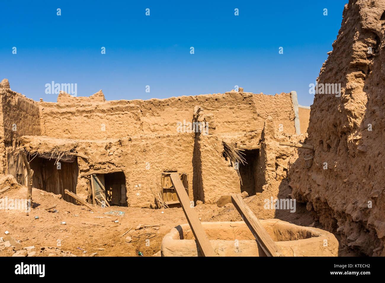 Case Di Mattoni Di Fango : Abbandonato il tradizionale araba di mattoni di fango case al