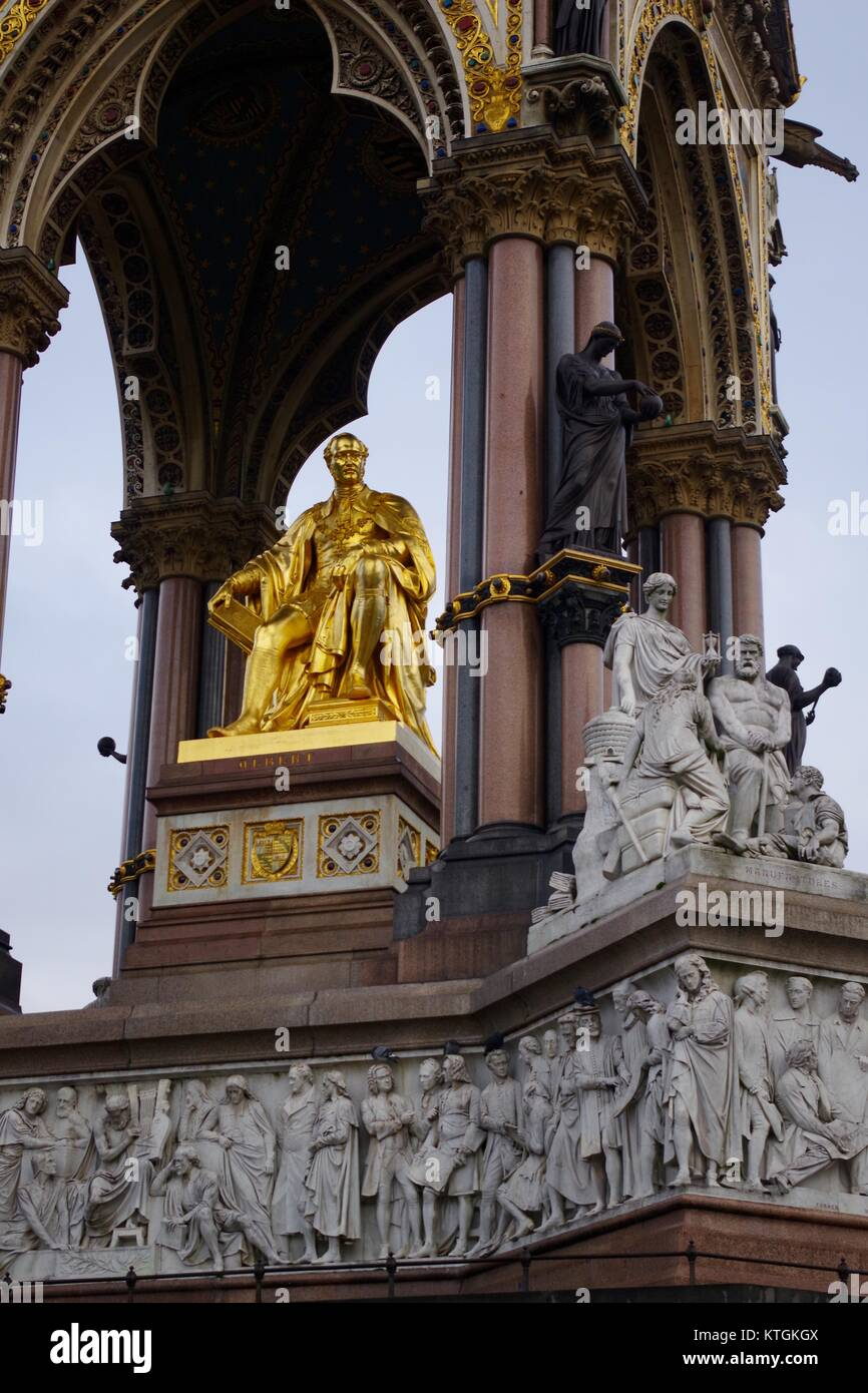 L'Albert Memorial, il Principe Consorte National Memorial, Kensington Gardens, Londra, Gran Bretagna. Ornati in Foto Stock