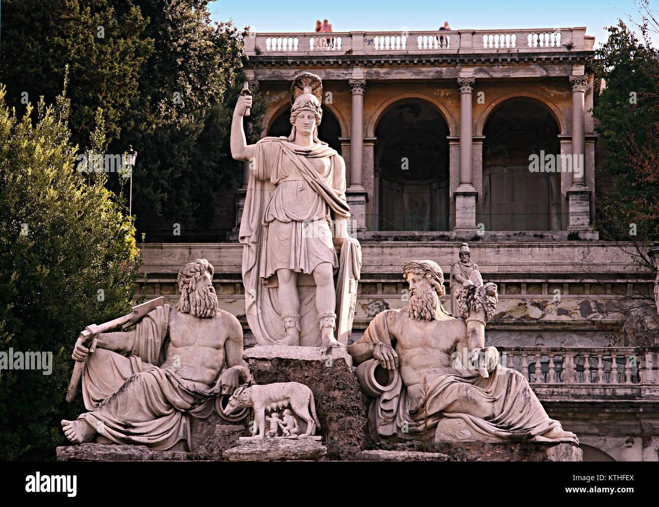 La Statua della Dea Roma (Roma), armati di lancia e casco, di fronte è la lupa alimentazione di Romolo e Remo, Immagini Stock