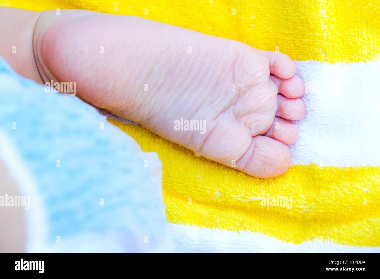 Vasca Da Bagno Troppo Lunga : Stropicciata piedi piede neonato suole dopo troppo lunga vasca da