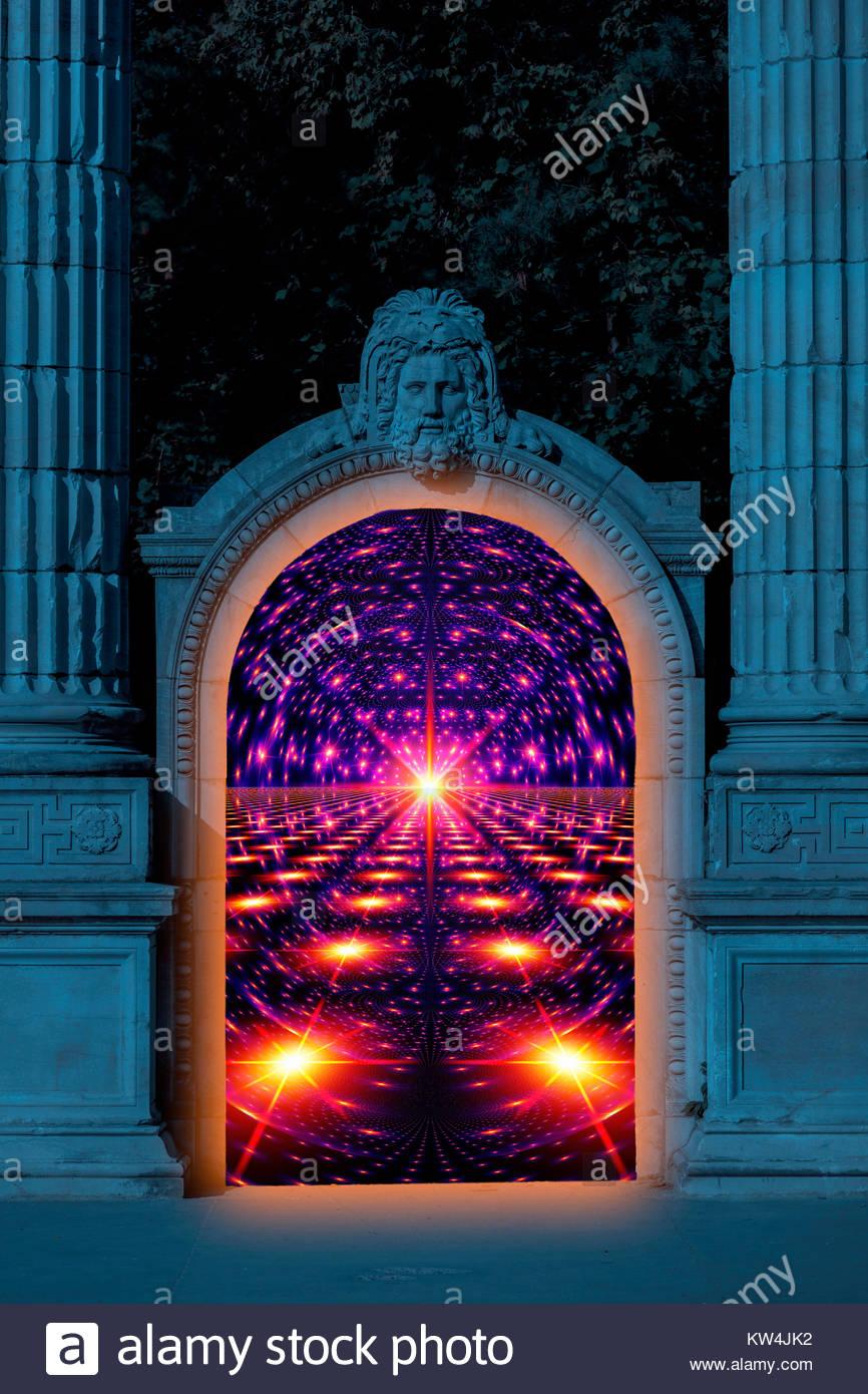 Un portale in un altro mondo. San Pietro a guardia Heaven's Gate. Una macchina del tempo. Immagini Stock
