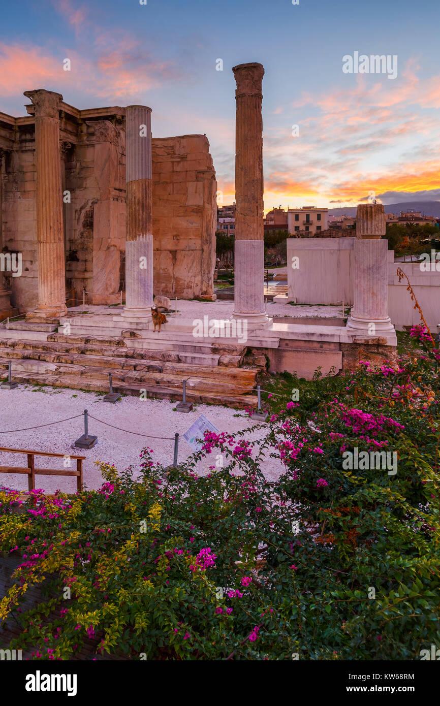 Resti di edifici della libreria nella città vecchia di Atene, Grecia. Foto Stock