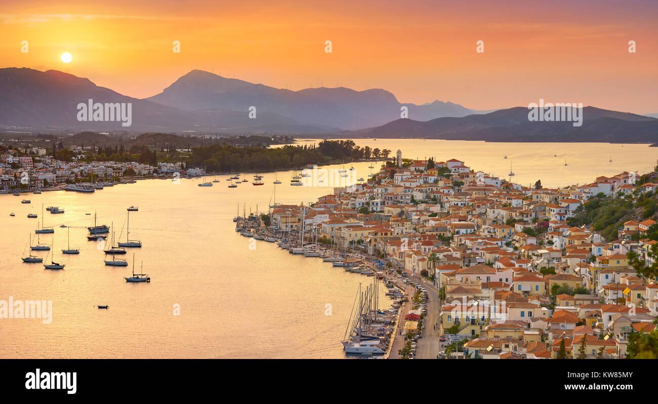 Poros Island al tramonto del tempo, Argolide, Peloponneso, Grecia Immagini Stock