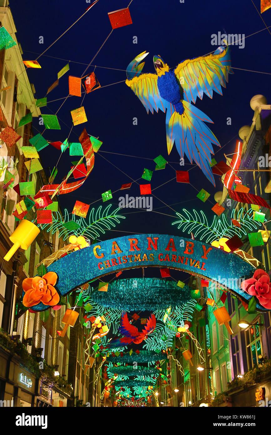 Le luci di Natale in Carnaby Street, Londra con un tropicale Xmas tema di Carnevale Immagini Stock