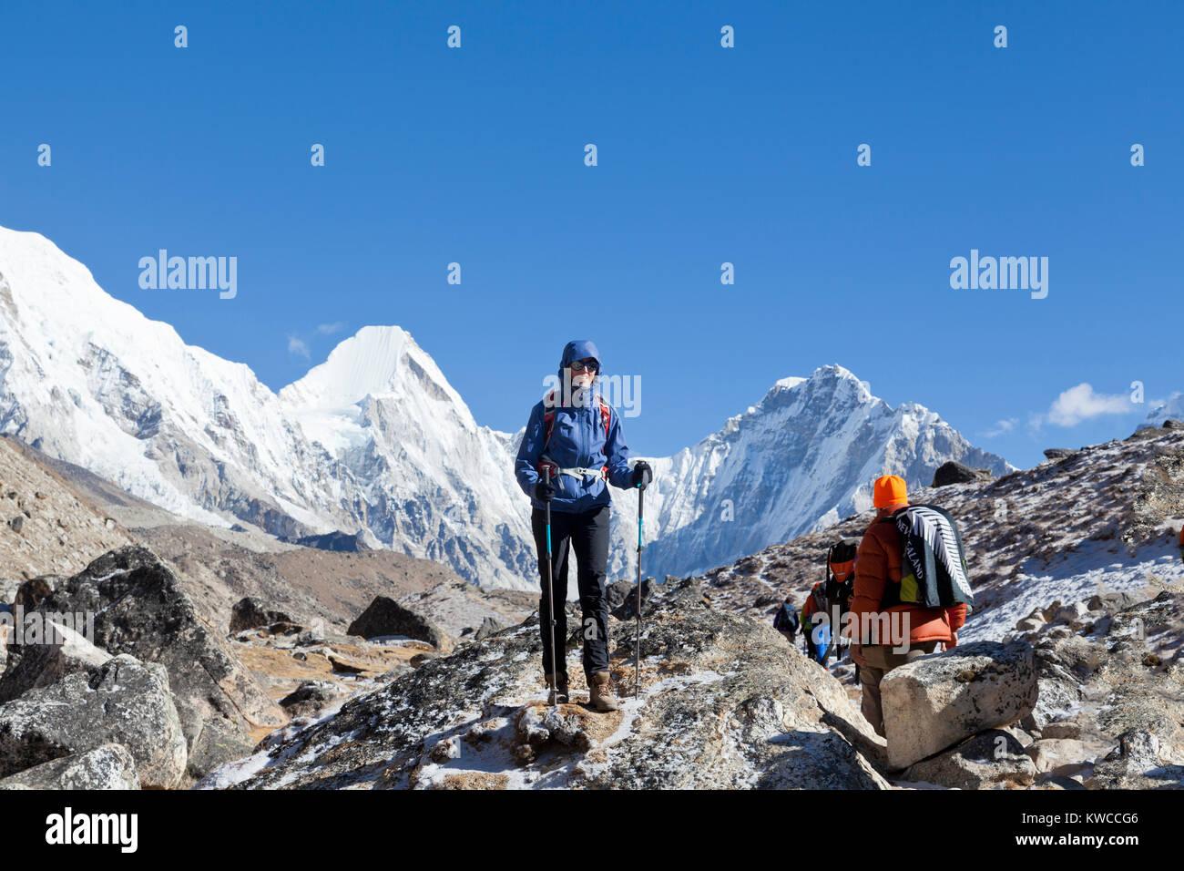 Monta Everest e Lothse, modo per il campo base Everest Immagini Stock