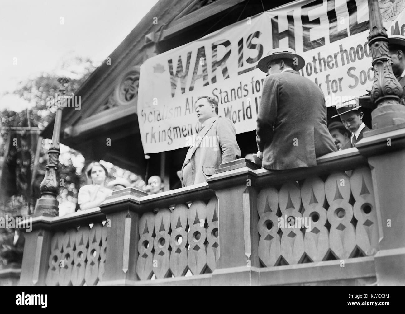 Cornelio Con Lehan, irlandese socialista e pacifista, parlando a Anti-War al rally di Union Square. Dietro di lui Immagini Stock