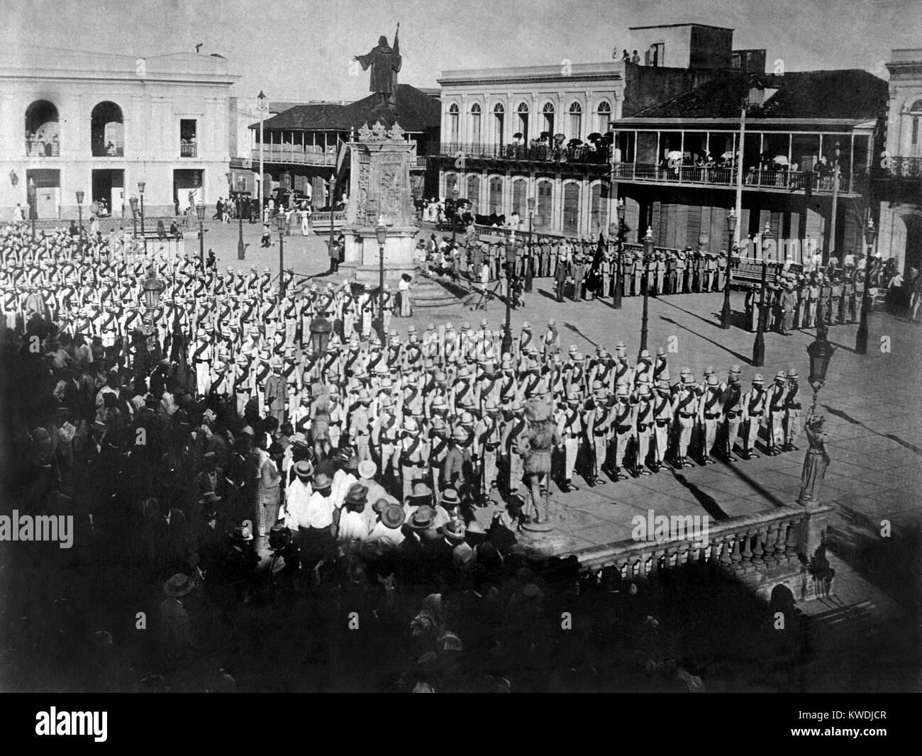 Le truppe spagnole lasciando Mayagues, per impegnare le forze americane a Hormiguero, Puerto Rico. Agosto 10, 1898. Immagini Stock