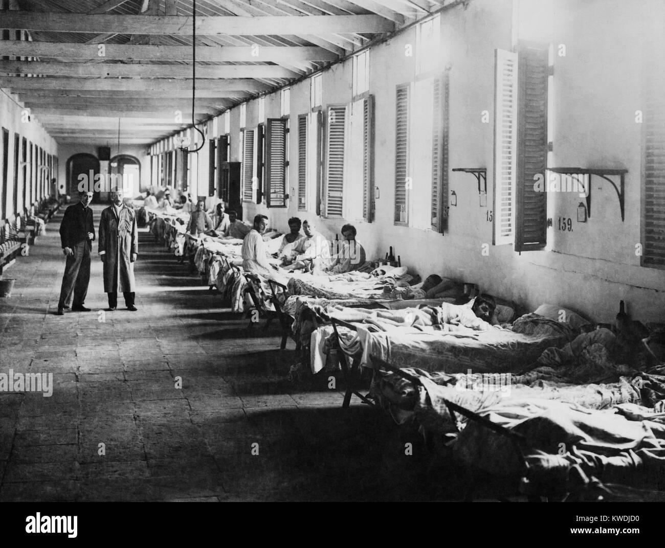 Mens ward in una febbre gialla ospedale, l'Avana, Cuba, ca. 1899 (BSLOC_2017_10_59) Immagini Stock